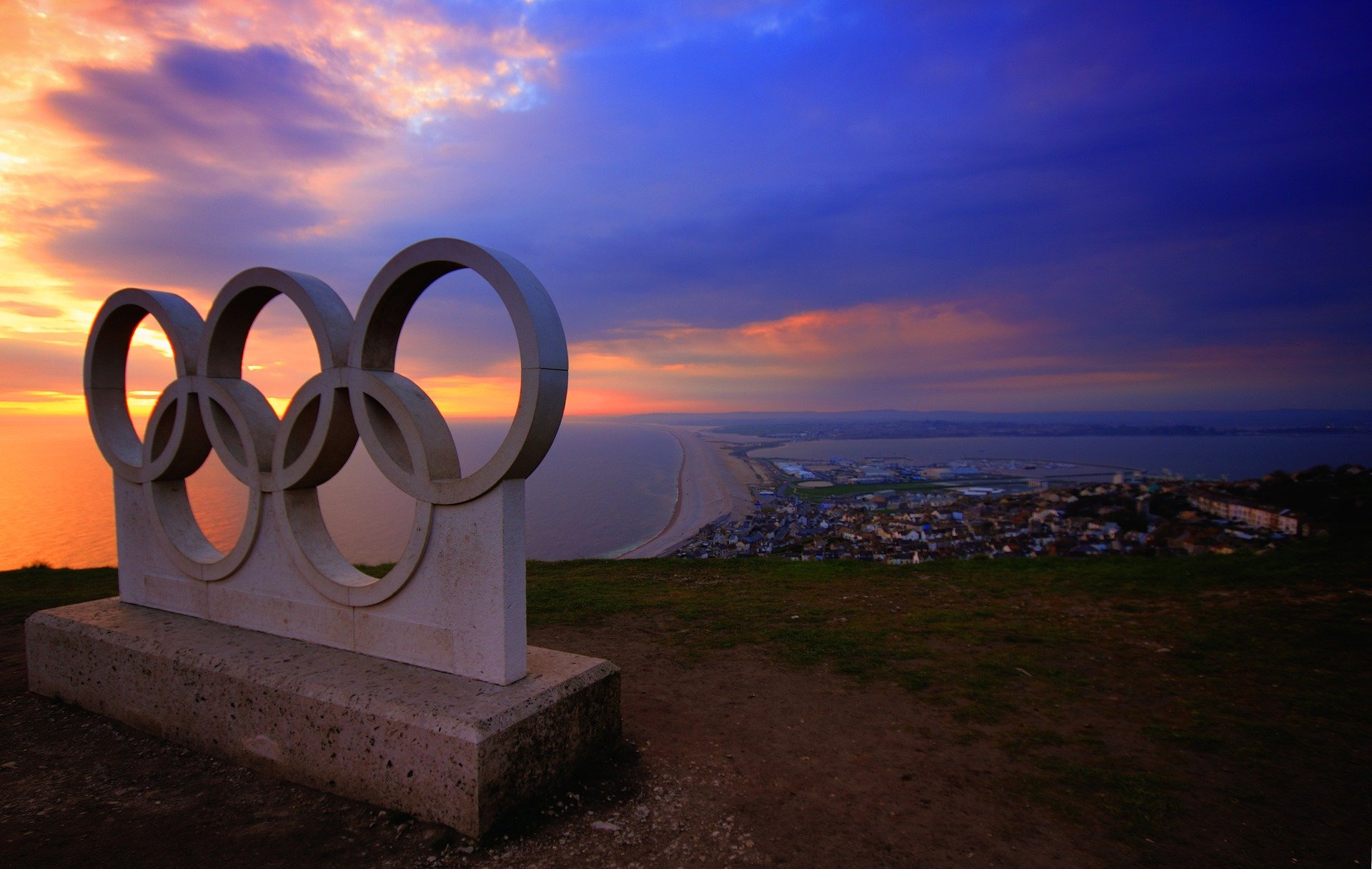 Olympic rings statue portland chesil beach